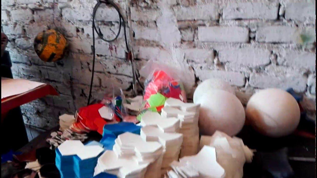 FÁBRICA DE BALONES DE FÚTBOL EN MONGUÍ BOYACÁ COLOMBIA - YouTube ae801f1caa602