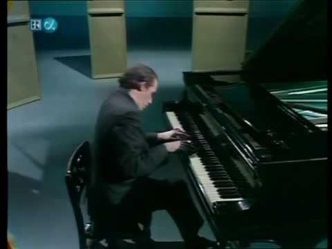 Glenn Gould-Beethoven-6 Variations in F major-Op. 34 (HD)