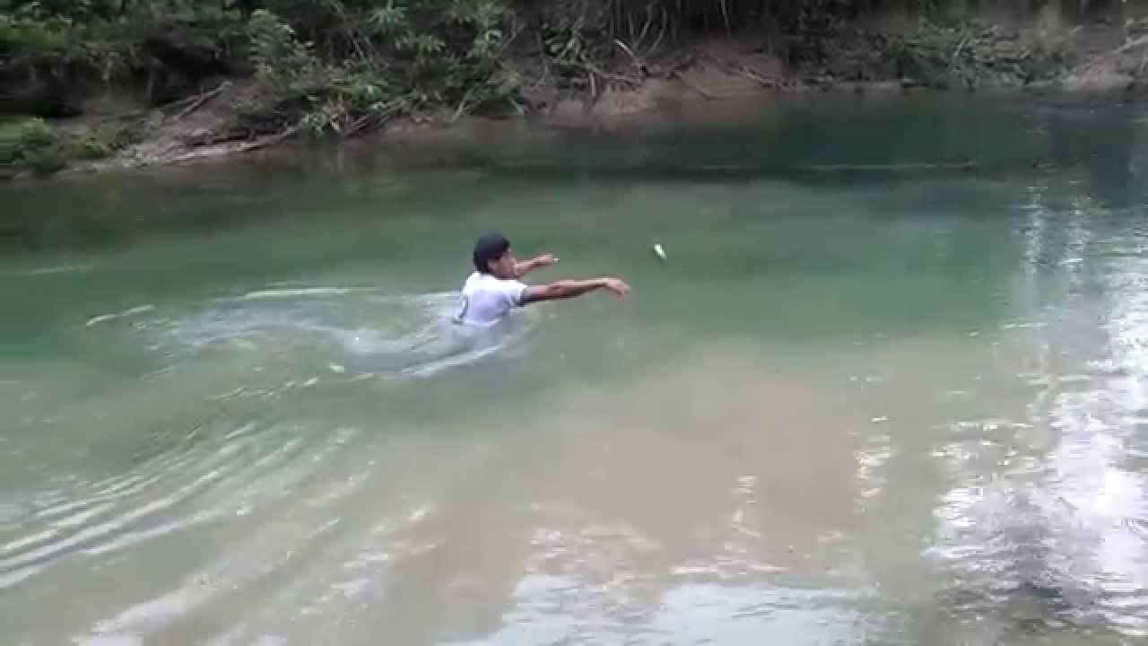Pesca con dinamita en el tr pico de cochabamba youtube for Elias v fishing