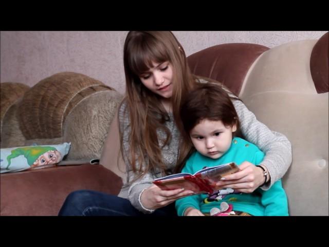 Изображение предпросмотра прочтения – «Новиковы-Габдлхаковы» читают произведение «Тителитури» Братьев Гримм