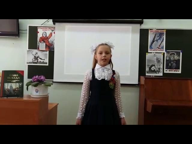 Изображение предпросмотра прочтения – АнастасияКазакова читает произведение «Еще тогда нас не было на свете...» МихаилаВладимировичаВладимова
