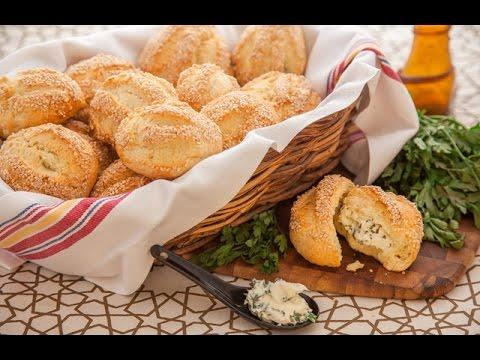 مخبوز بالفلفل الاحمر الحلو + خبز  بالجبنة الأسطمبولي والبقدونس - في الفرن مع فالنتينا ج2
