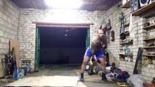 Денис Пахомов. Побросал 32 кг