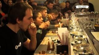 В Минске прошел второй чемпионат по поеданию суши на время(Подробности на: http://people.onliner.by/2014/02/28/video-sushi2/ Подписывайтесь на уютный паблик в ВК: http://vk.com/onliner Использование..., 2014-02-28T10:20:08.000Z)