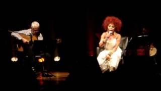 Elza Soares cantando