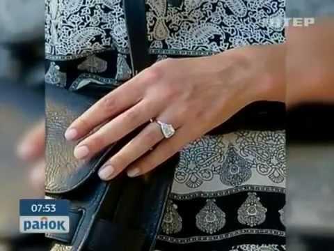 Дима Тарасов поет песню Обручальное кольцо