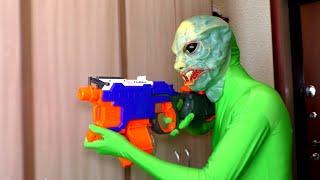 Инопланетянин против Ромы и ПАПЫ!