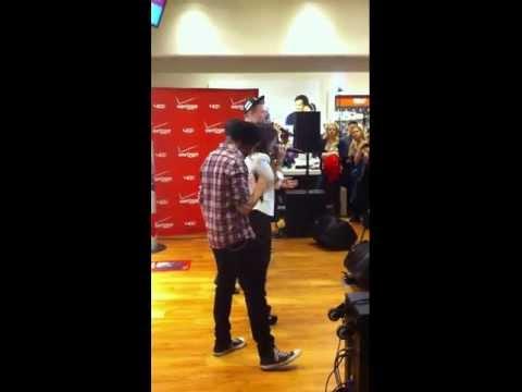 Pentatonix - Angels We Have Heard On High (Live at Verizon NYC)