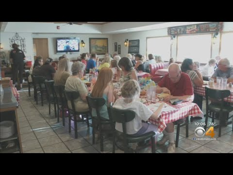Customers Flock To Dino's Italian Food Before Doors Close