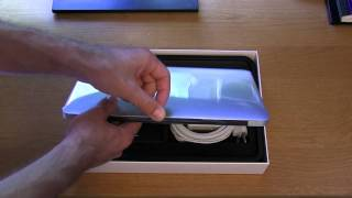Unboxing: 2011 MacBook Air (11 inch model)
