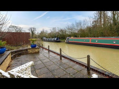 Waterside Property Tour with Garden Terrace Next to Canal  - Fine & Country Banbury