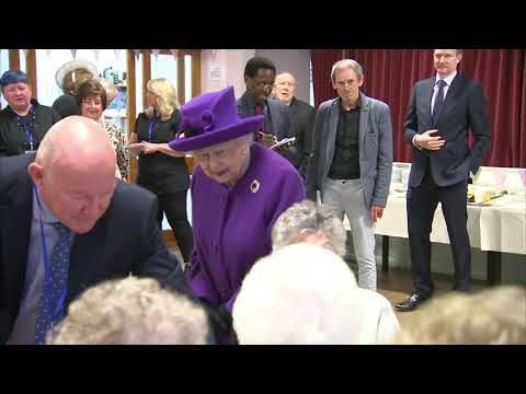 Queen visits King George VI Day Centre for the elderly in Windsor - 5 News