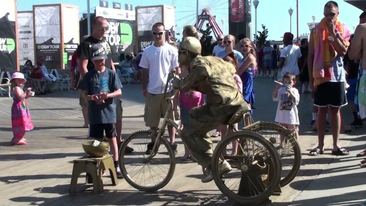 Gold Guy, Ocean City Maryland Boardwalk Performer - YouTube