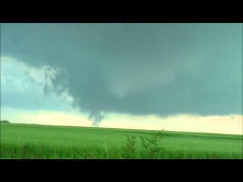Tornado NE of Council Grove Kansas 4/27