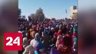 Жители Марокко задавили детей в очереди за едой - Россия 24