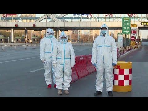 Сразу два города в Китае на тотальном карантине после вспышки коронавируса.