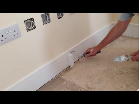 painting decorating how to gloss skirting boards with a. Black Bedroom Furniture Sets. Home Design Ideas