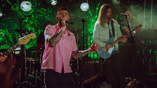 Maroon 5 - Moves Like Jagger ( Surprise a fan at a house party )