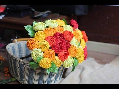 Cách xoắn giấy khi làm hoa hồng giấy nhún