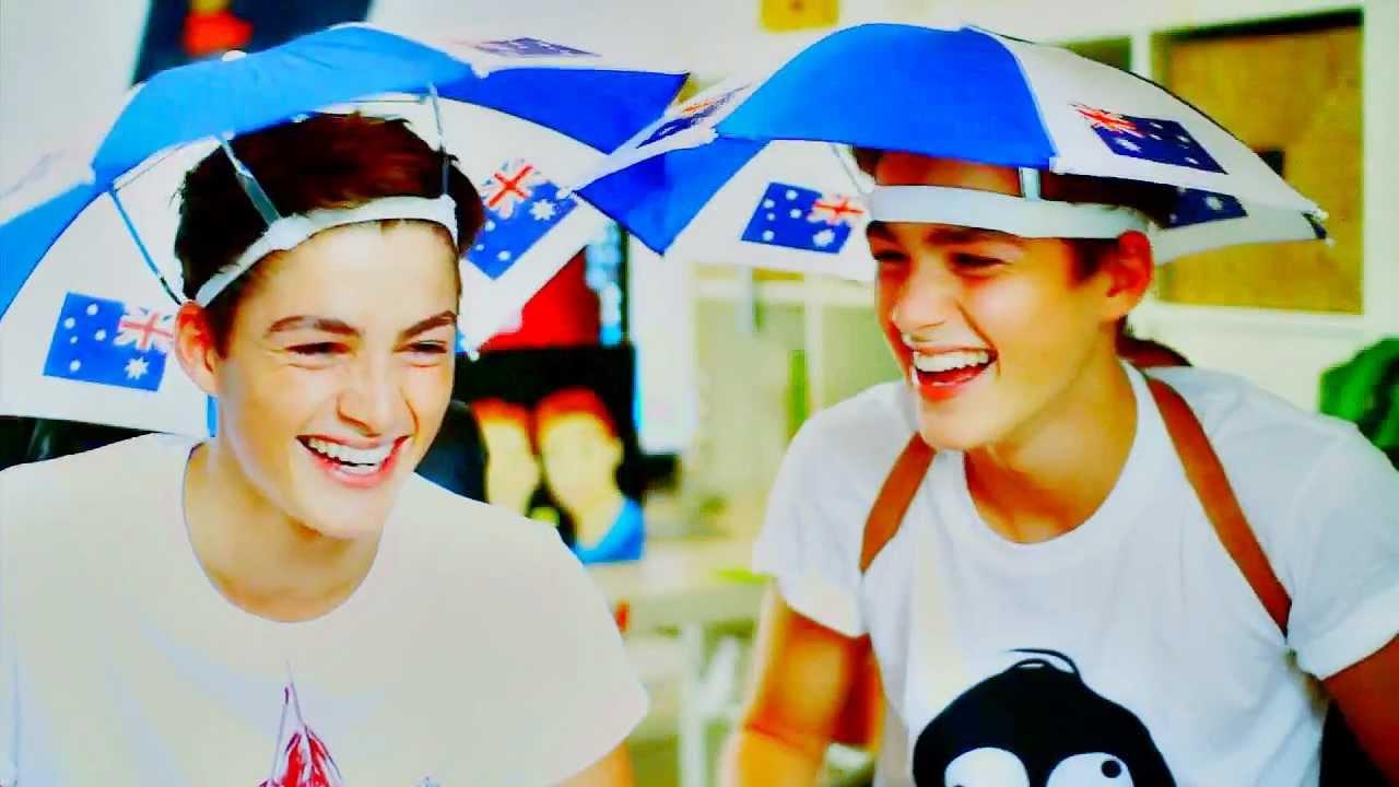 Harries Twins|| Everybody loves me