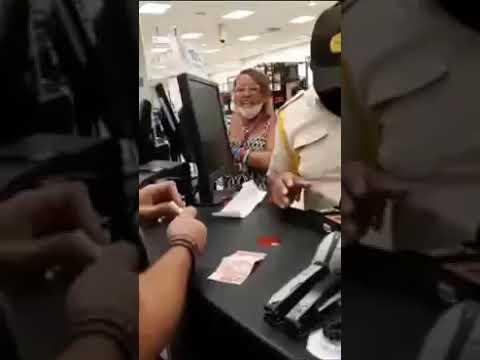 ASSISTA! Mulher acusada de injúria racial é flagrada em novo vídeo e diz ser 'racista de carteirinha'