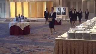 パーティコンパニオン レセプタント スーツ姿でのパーティ勤務