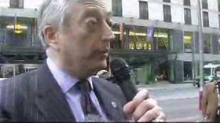 Lord Monckton adresses a Greenpeace-campaigner on global warming