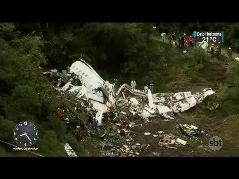 Tragédia com avião da Chapecoense completa um ano | SBT Brasil (28/11/17)