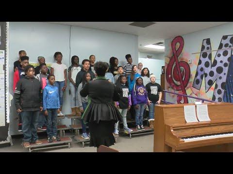 Dunbar Magnet Middle School Choir spreads joy in the community