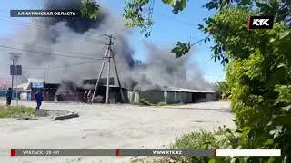 Сильнейший ветер усугубил пожар в Талдыкоргане