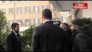 M5S, Casalino non risponde alle domande dei cronisti dpo la lettera alla Bignardi