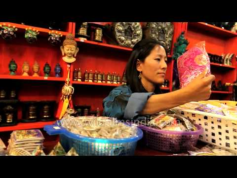 Shopping in Bhutan : from wooden show-pieces to phallus keychains