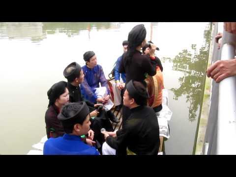 Hội làng Phù Lưu , Tiên Sơn (Ngồi tựa song đào) 30 03 12 002