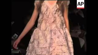 Последняя Коллекция от Marras Представлена на Миланской Неделе Моды. Эротично Кино