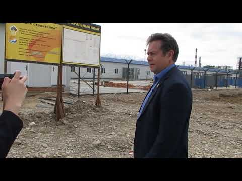 Н. Платошкин у китайского городка на нефтезаводе (КНПЗ, Комсомольск-на-Амуре)