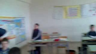 Valeria fa la maestrina in una 4 elementare