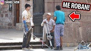 ME HAGO PASAR POR CIEGO Y VAGABUNDO ME ROBA $500 (Experimento Social) 'Final Inesperado'