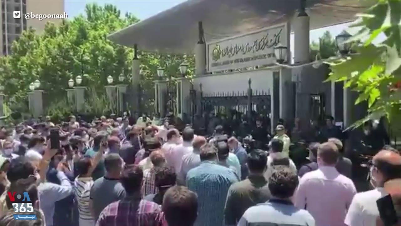 تجمع اعتراضی به بازار آشفته ارز در ایران؛ تجمع خریداران  ارز نیمایی مقابل بانک مرکزی
