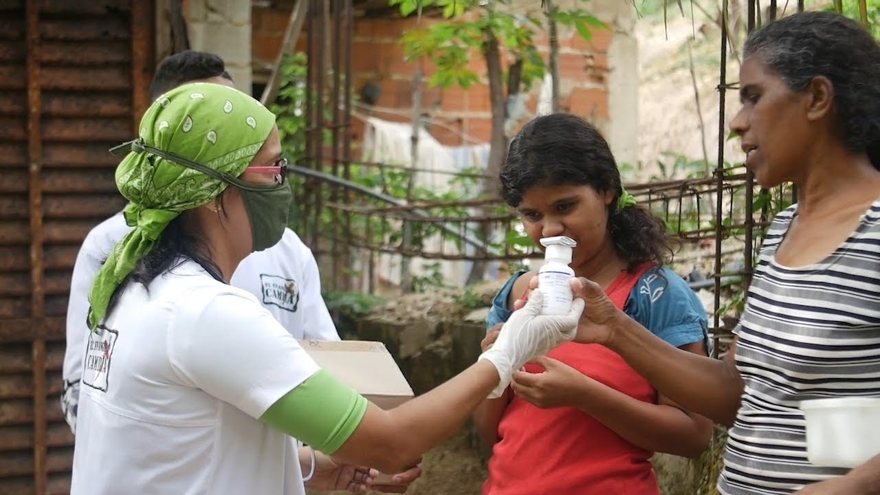 Servimos y damos lo que de gracia recibimos (Entrega de medicinas) - El Evangelio Cambia