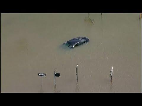 تسبب في إجلاء آلاف السكان وهدم وغرق العديد من المباني.. إعصار إيميلدا يضرب ولاية تكساس الأمريك  - نشر قبل 4 ساعة