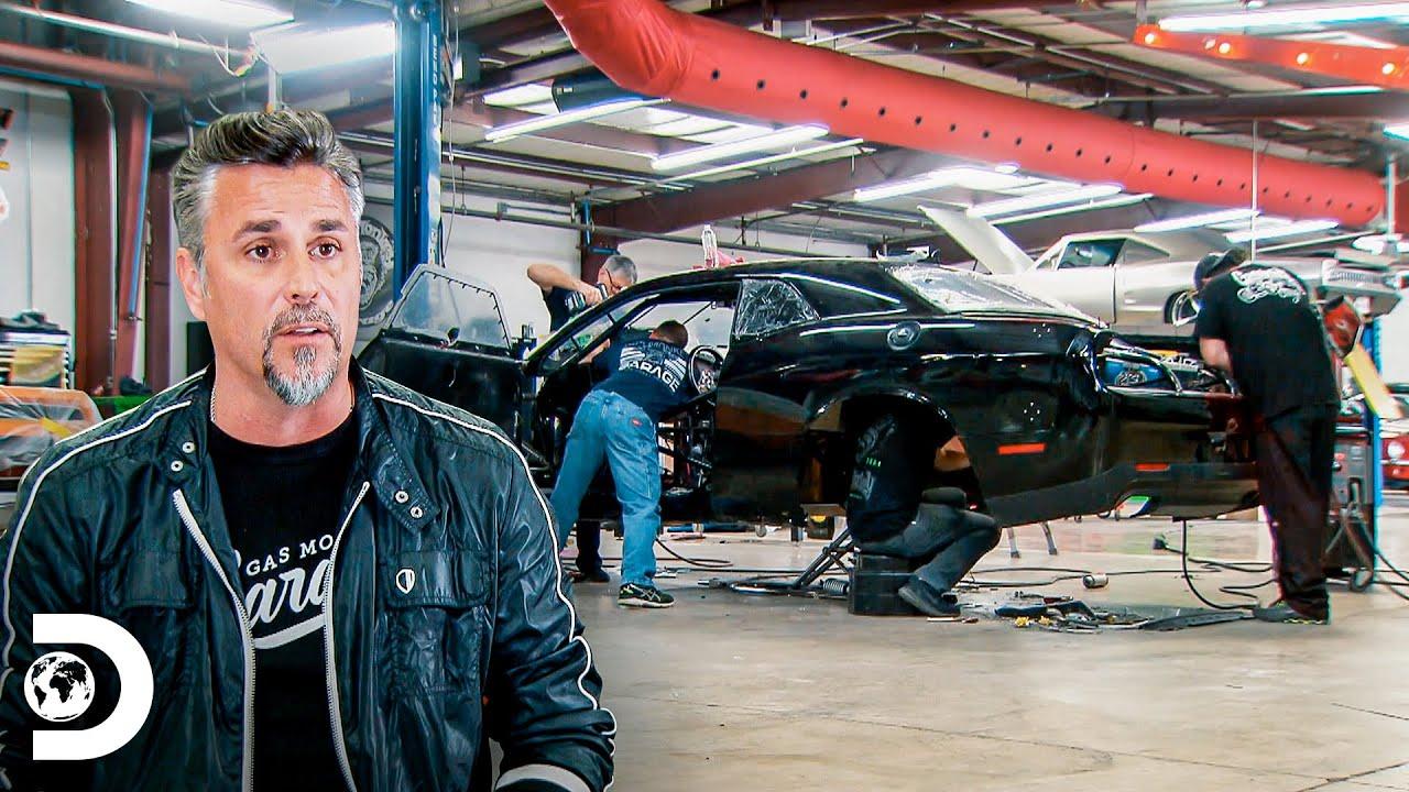 Este Motor Cuesta Mas Que Mi Casa El Duo Mecanico Discovery Latinoamerica Youtube
