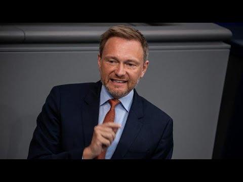 Schlagabtausch im Bundestag: Opposition kritisiert Corona-Maßnahmen