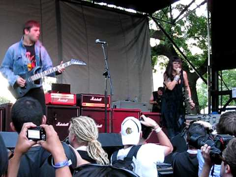 Sleigh Bells  Tell Em   at Pitchfork 2010 Music Festival