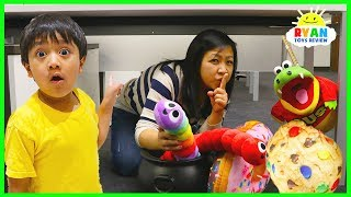 Ryan challenge mommy to find giant toys Squishy and Slither.io surprise hunt