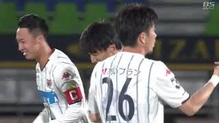札幌が相手陣内でのボール奪取から細かいパスを繋いでゴールに迫ると、...