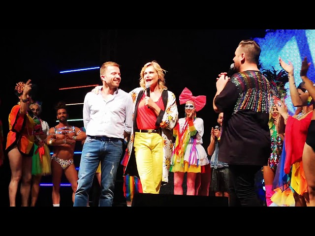 """SIMONA VENTURA premiata al Padova Pride Village come """"Persona LGBT dell'Anno"""" * Corriere Quotidiano"""