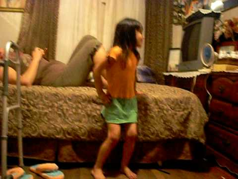 little girl dancing bonbon asesino from YouTube · Duration:  30 seconds