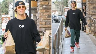 Justin Bieber Ducks Into The Taco Bell Ladies Room On His Way To Chris Brown