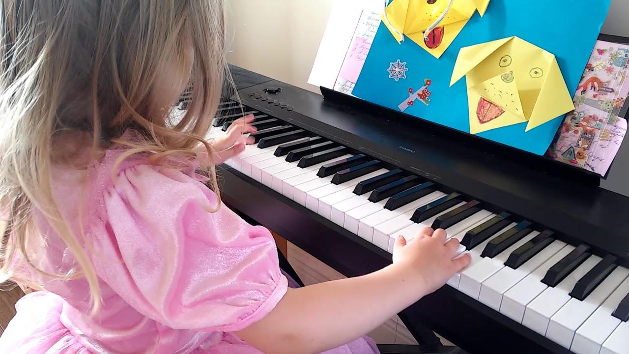 girl playing piano - 1280×720