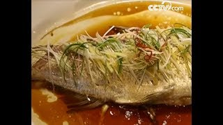 Making steamed whole fish| CCTV English